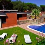 Doté d'une piscine extérieure, le Villa Budha est situé à Sils, à 20 minutes en voiture du centre de Gérone. Cette maison de vacances dispose d'un beau jardin et d'une terrasse meublée.