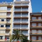 L'Apartamentos Europa Sun propose des appartements bien équipés avec une kitchenette et un balcon donnant sur la mer. Ce complexe est situé à seulement 200 mètres de la plage Sabanell de Blanes.