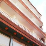 Lloret de Mar: séjournez au cœur de la ville  Situé à 2 minutes à pied de la plage de Lloret de Mar, l'Apartamentos AR Costa Brava propose des appartements dotés d'une télévision à écran plat et d'un balcon privé offrant une vue sur la ville. Ils comprennent une kitchenette équipée d'un réfrigérateur et de plaques de cuisson ainsi qu'un coin repas.