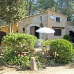 This house is in the middle of the Costa Brava. It is in a quiet area and has a 5.