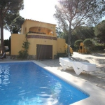 This detached holiday home with private swimming pool is located in the Puig Sec district of the town of L Escala. The holiday home has a large garden and a partially covered terrace which assures you can find a spot in the shade during the warmer days.