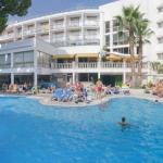 Situé à 300 mètres de la plage de Tossa, le Costa Brava propose une grande piscine extérieure, un bain turc et une baignoire spa. Chaque chambre lumineuse et climatisée dispose d'une connexion Wi-Fi gratuite et d'un balcon meublé.