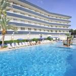 L'Hotel Aquarium est situé à 400 mètres de la plage de Fenals, dans un quartier calme de Lloret. Il propose une zone de connexion Wi-Fi gratuite, un spa et 2 piscines extérieures entourées de jardins.