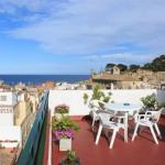 L'hôtel Tarull se trouve à 3 minutes à pied de la plage de Tossa de Mar. Il dispose d'un parking privé, d'une connexion Wi-Fi dans les parties communes et d'une terrasse ensoleillée avec vue panoramique sur Tossa.