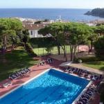 Implanté au cœur de 7 000 m² de jardins, à seulement 200 mètres de la plage de Calella de Palafrugell, l'Hotel Alga propose une connexion Wi-Fi gratuite et une piscine extérieure. Lumineuses et spacieuses, ses chambres disposent toutes de la climatisation, d'une télévision par satellite et d'un coffre-fort.