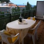 Situé à seulement 100 mètres de la plage de Fenals, dans la ville animée de Lloret de Mar, l'Alva Park Fenals Apartaments possède des appartements bien équipés et un jardin élégant avec piscine ouverte en saison. Les appartements lumineux de l'Alva Park Fenals comprennent une terrasse privée, une kitchenette, un salon avec télévision à écran plat ainsi qu'une salle de bains.