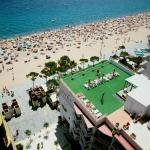 Situé sur la plage de Platja d'Aro, cet hôtel dispose d'une piscine sur le toit, d'un bain à remous et d'un centre de remise en forme. Il propose des chambres climatisées dotées d'un balcon privé, d'une connexion Wi-Fi gratuite et de la télévision par satellite.