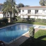 Situé à Castell-Platja d'Aro, à 5 minutes à pied de la plage, l'Apartaments Kosidlo dispose d'une piscine extérieure commune et d'un barbecue. Ses hébergements sont dotés d'une terrasse ou d'un balcon privé.