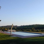 Situé dans les contreforts des Pyrénées, dans le petit village de Vilopriu, l'établissement El Corral de Can Muní dispose d'une piscine extérieure commune et d'un jardin avec un coin salon extérieur. Cette maison avec connexion Wi-Fi gratuite est dotée du chauffage au sol et de l'énergie solaire.