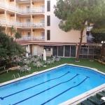 Lloret de Mar: séjournez au cœur de la ville  L'Hotel Frigola se trouve à Lloret de Mar, à seulement 2 minutes à pied de la plage de la ville. Il propose une piscine extérieure, un restaurant et une connexion Wi-Fi gratuite.