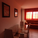 Lloret de Mar: séjournez au cœur de la ville  Doté d'un balcon privé offrant une vue sur la ville, le 3 Coronas est un appartement climatisé, situé à 5 minutes à pied de la plage de Lloret de Mar. La gare routière de Lloret de Mar se trouve juste à côté de l'établissement.