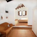 Casa Can Grando is located in Tossa de Mar. There is a full kitchen with an oven and a refrigerator.