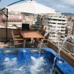 Implanté dans le quartier historique de Gérone, l'Appartements Girona vous propose un hébergement décloisonné dans un loft, à 500 mètres de la cathédrale. Une connexion Wi-Fi est mise gracieusement à votre disposition.