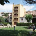 L'établissement Apartamentos Cal Ratero est situé dans le pittoresque village de Maçanet de Cabrenys, dans l'Alt Empordà. Tous les appartements proposent une terrasse.