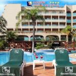 Situé à 800 mètres de la plage de Tossa del Mar, cet hôtel vous propose une connexion Wi-Fi gratuite dans les parties communes. Il abrite 3 piscines extérieures, entourées de palmiers, et une terrasse bien exposée.