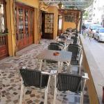 Lloret de Mar: séjournez au cœur de la ville  Situé à 250 mètres de la plage de Lloret de Mar, l'Hostal Semáforo dispose d'un bar et d'une terrasse extérieure. Cette maison d'hôtes propose des chambres décorées simplement dotées d'une salle de bains privative.