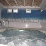 Situé à seulement 125 mètres de la plage de Tossa de Mar, l'Hotel Hermes comprend un joli bar, un toit-terrasse avec bain à remous et une piscine intérieure d'hydromassage chauffée. Toutes les chambres sont dotées d'un balcon privé.