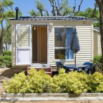 Chalet Camping Solmar II is located in Blanes. The accommodation will provide you with a patio.