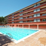 Located in L'Estartit, Apartment Salles Beach I offers an outdoor pool. This self-catering accommodation features free WiFi.
