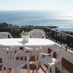 Apartment Krings Arriba is a self-catering accommodation located in Colera. There is a full kitchen with a dishwasher and a microwave.