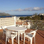 Apartment Salivas is a self-catering accommodation located in Llanca. There is a full kitchen with a dishwasher and a microwave.