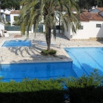 Offering an outdoor pool, Holiday home Guineo is located in L'Escala. The accommodation will provide you with air conditioning.