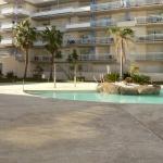 Le Vista Roses Mar II donne accès à un jardin, une terrasse bien exposée et une piscine extérieure. Il est situé à Roses, à 1,6 km de la plage.