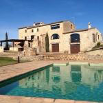 Situé dans un immeuble du XIXe siècle entouré de nature, le Mas Llorenç propose des appartements chauffés avec accès à une piscine extérieure. Il vous accueille à Palau de Santa Eulàlia, à 15 km de la plage de Roses.