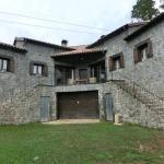 Installé en pleine campagne, le Mas Fel vous accueille à 5 km de la petite ville de Camprodón. Il met à votre disposition un parking privé gratuit et une terrasse avec barbecue.