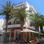 Situé dans un quartier calme de Tossa de Mar, l'Hotel Canaima se trouve à 250 mètres de la plage. Entouré de palmiers, il propose des chambres dotées d'une salle de bains privative.
