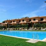 Installé autour d'une grande piscine extérieure commune, le Birdie Club est une maison de vacances de 2 étages dotée d'une terrasse meublée, d'un garage et d'un jardin avec barbecue. Il se trouve à 1,2 km de la plage de Pals.