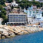 Situé à 220 mètres du port de L'Estartit et du port de plaisance, le Nautic dispose d'une piscine extérieure commune et d'appartements indépendants équipés d'une connexion Wi-Fi gratuite. L'établissement se situe à 1,3 km de la réserve marine des îles Medes.