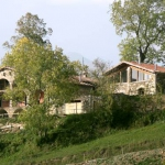 Situé à environ 10 minutes à pied du village de Molló, l'établissement La Costa del Molló propose des chambres simples et rustiques, ainsi qu'une cuisine faite maison dans une bâtisse de campagne catalane restaurée. Les hébergements sont répartis sur 2 niveaux, avec 2 chambres au rez-de-chaussée et le reste au premier étage.