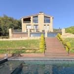 L'Hotel Rural Mas Prat est situé dans la ville montagnarde de Castellar de la Muntanya, aux abords de la réserve naturelle de Garrotxa. Cette maison de campagne dispose d'un restaurant et propose des chambres avec balcon privé.