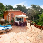 Located in Santa Cristina d'Aro, Villa Castell-Platja d'Aro 2 offers an outdoor pool. This self-catering accommodation features free WiFi.