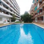 Implanté à 5 minutes à pied de la plage de Fenals à Lloret de Mar, l'Acapulco Fenals propose un accès aux jardins communs avec une piscine extérieure et une aire de jeux pour enfants. Le studio climatisé comporte un balcon privé.