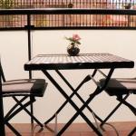 Lloret de Mar: séjournez au cœur de la ville  Situé à 200 mètres de Lloret de Mar, l'hébergement 2 chambres Placa Paris Apartment bénéficie d'une connexion Wi-Fi, de serviettes de plage et de parasols gratuits. Il est doté d'un balcon privé et d'un ventilateur.