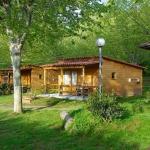 Situé dans la magnifique campagne catalane, le Camping La Vall d'Hostoles vous propose des bungalows en bois entièrement équipés, avec connexion Wi-Fi et parking privé gratuits sur place. Tous les bungalows disposent du chauffage, d'une chambre double, et d'une salle de bains avec baignoire.