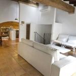 Située à Ventalló, la maison de vacances Casa Lolón propose un hébergement indépendant doté d'un balcon et d'une connexion Wi-Fi gratuite, à seulement 10 minutes en voiture de la station balnéaire de L'Escala. Cette maison en pierre de style rustique présente des plafonds inclinés avec des poutres apparentes dans la cuisine et le coin salon.