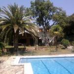 Dotée d'une piscine extérieure privée et d'un court de tennis, la maison de vacances Casa Margarita se trouve à Lloret de Mar, à 2,5km du centre-ville et de la plage. Cette maison de 5 chambres dispose d'un salon avec des canapés et une télévision.