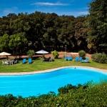Occupantune maison de campagne du XVIIe siècle, le Mas Jonquer est situé près de Figueres, où est implanté le musée Dalí. Il est doté d'une piscine, d'un jardin et d'une connexion Wi-Fi gratuite.