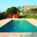 Doté d'une piscine extérieure commune, l'établissement Apartamentos Mas Murtra est situé à Gérone. Tous les appartements qu'il propose disposent d'une terrasse privée offrant une vue sur la montagne et sont dotés d'une cheminée, d'un barbecue et d'une connexion Wi-Fi gratuite.