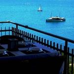 Surplombant la baie de Roses, l'Apartament Platja Palangrers dispose d'une terrasse privée meublée. La plage de Palangrers se trouve à 300 mètres et le port de Roses à 10 minutes à pied de l'appartement.