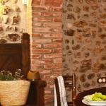 Situé sur la place du village de Ventalló, le Can Corominas est un établissement décoré dans un style rustique et pourvu d'un mobilier ancien. Il propose un hébergement confortable et climatisé, doté de 3 chambres doubles, d'une connexion Wi-Fi gratuite et d'une terrasse avec un barbecue.