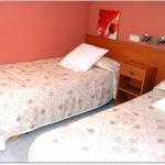 Le Fonda Joan est une maison d'hôtes à la gestion familiale située dans la ville thermale de Santa Coloma de Farners, dans la province de Gérone. Elle propose une connexion Wi-Fi gratuite et des chambres dotées d'un balcon privé.