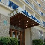 L'hôtel Bell Aire se trouve à 200 mètres de la plage et du centre commercial de L'Estartit, sur la Costa Brava. Toutes ses chambres disposent d'une télévision par satellite et d'un balcon privatif avec vue sur la mer ou la montagne.
