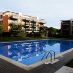 Implanté à Pals, le Medes Golf Pals Costa Brava vous propose une piscine extérieure commune, un jardin, une terrasse privée meublée et une connexion Wi-Fi gratuite. Il vous accueille à 600 mètres du parcours de golf Platja de Pals et à 2 km de la plage.