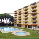 Doté d'une terrasse avec vue sur la piscine commune et la mer, l'Apartament Escala Esplai est un hébergement climatisé, situé à seulement 5 minutes à pied du port de plaisance de L'Escala. Le complexe possède aussi un court de tennis et un barbecue.
