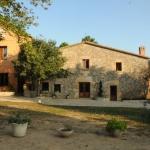Entouré par la nature, l'Hotel Rural Can Darder dispose d'une piscine extérieure, d'un jardin et d'un restaurant. Situé à Llagostera, cet hôtel se trouve à 20 km à l'ouest de la mer Méditerranée.