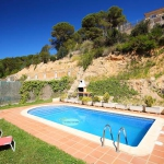 Located in Lloret de Mar, Villa Saturna offers an outdoor pool. The property is 2.